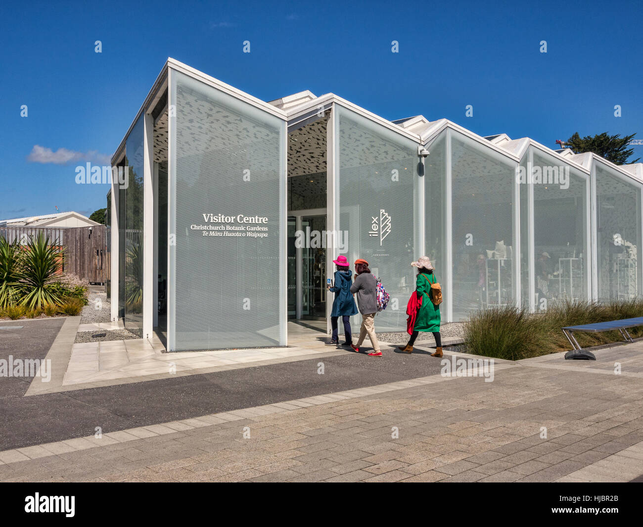 Visitors entering the new Visitor Centre, opened in 2014, in the Botanic Gardens, Christchurch, New Zealand. - Stock Image