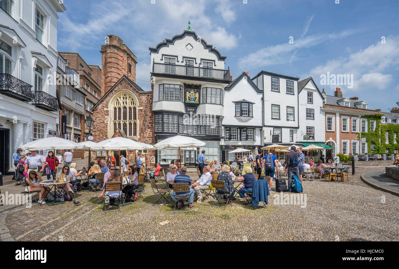 Great Britain, South West England, Devon, Exeter, open air restaurants at Cathedral Close with view of St Martin's - Stock Image