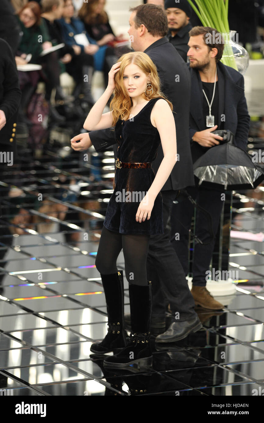 Paris, France. 24th Jan, 2017. British actress Ellie Bamber attends the presentation of the CHANEL spring/summer - Stock Image