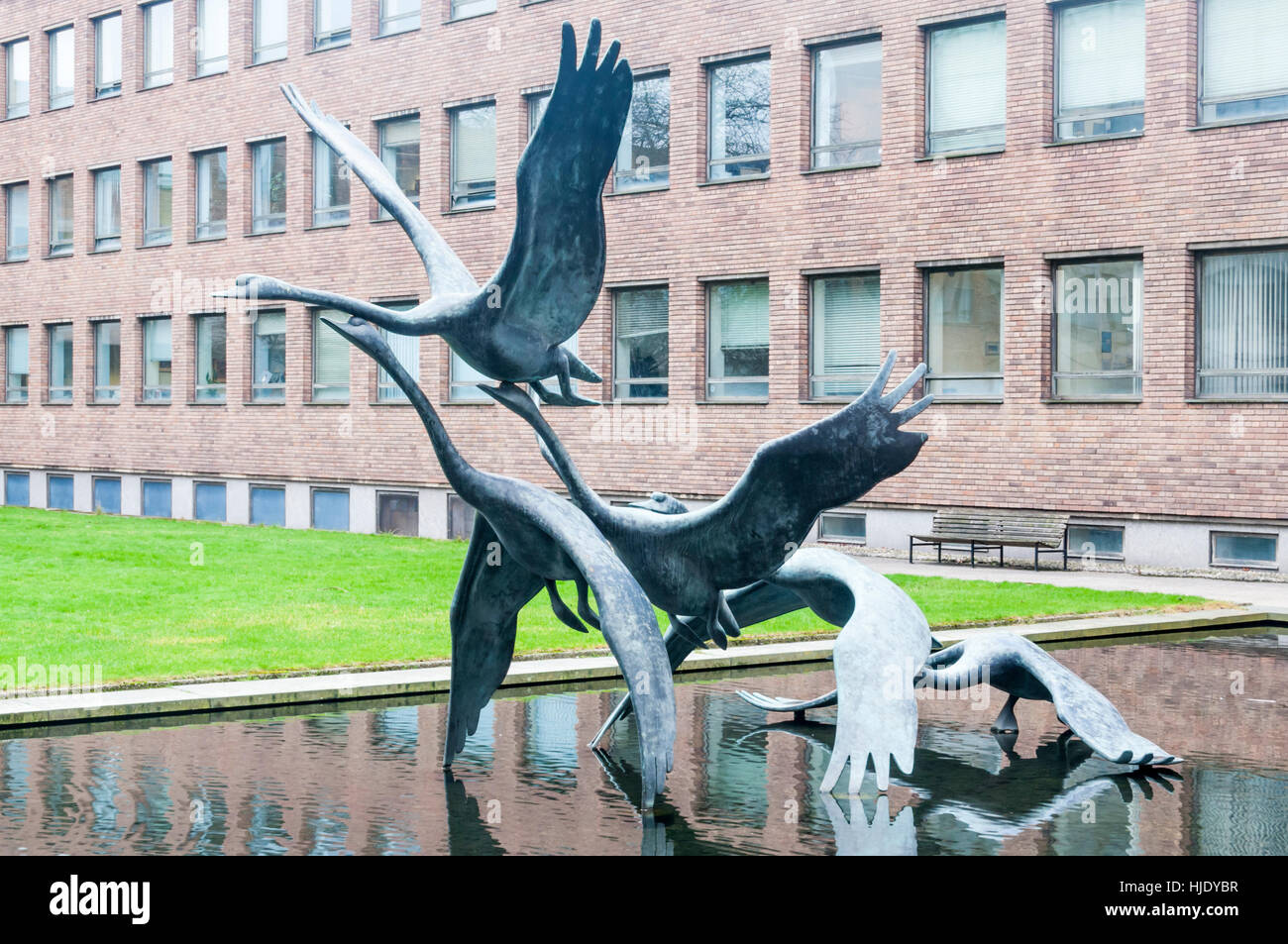 Swans in Flight by David Wynne at the Civic Centre, Newcastle upon Tyne.  Bronze, 1968. - Stock Image