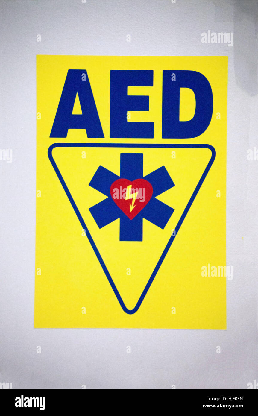 An automatic external defibrillator, AED, sign on on a wall. - Stock Image