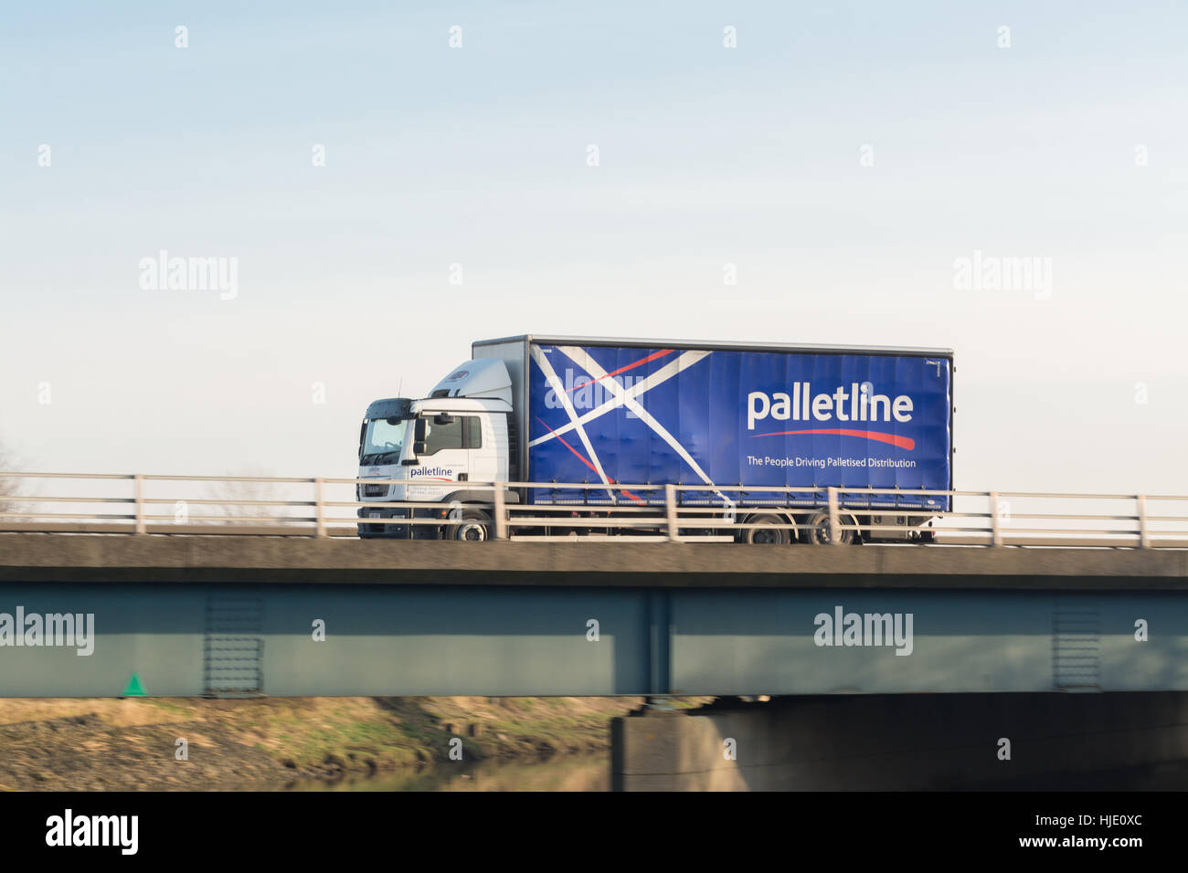 palletline palletised distribution lorry - Scotland, UK - Stock Image