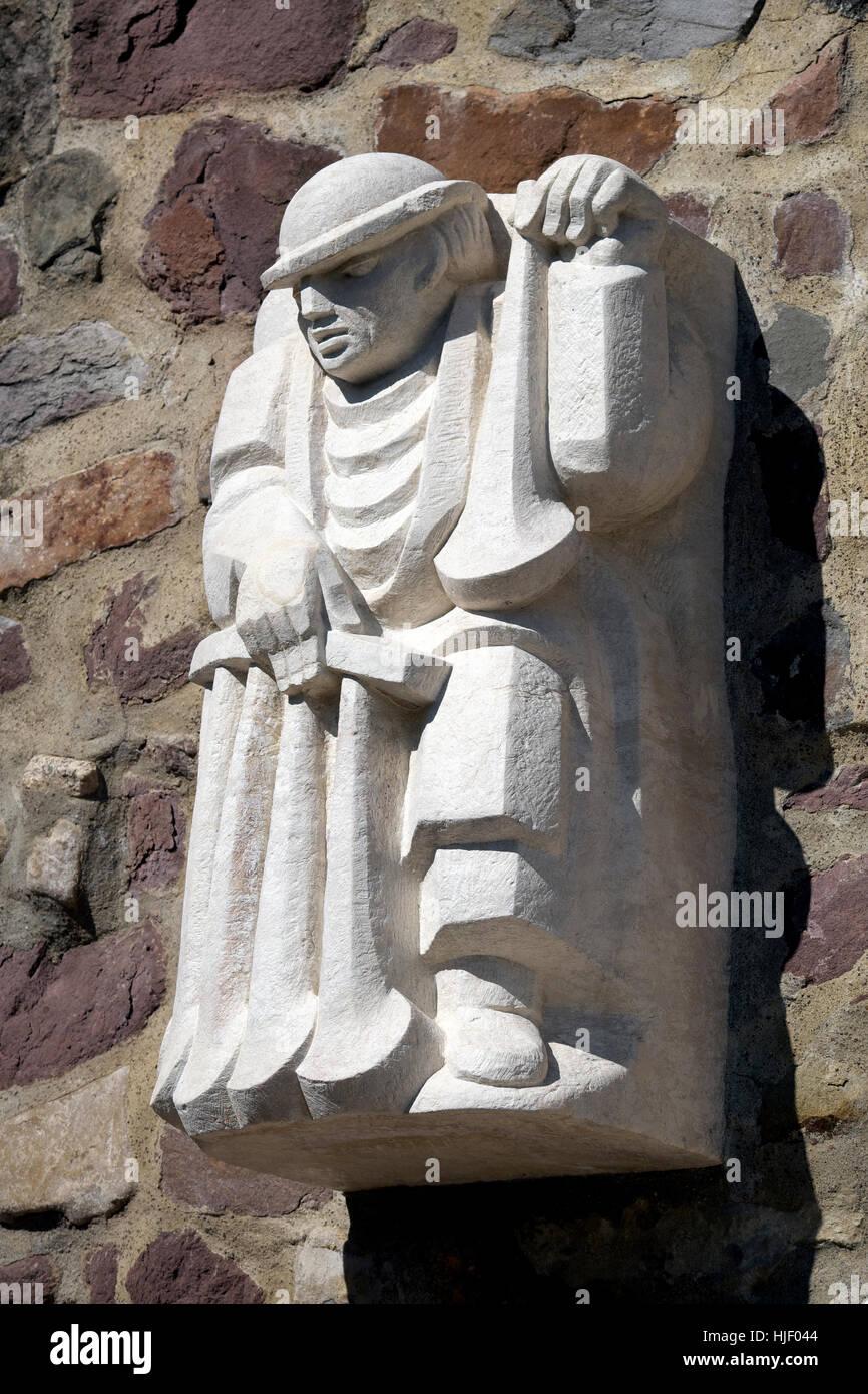 Fliejentuten-Heinrich, Magdeburg originals on city wall, sculptor Eberhard Roßdeutscher, Magdeburg, Saxony-Anhalt, Stock Photo