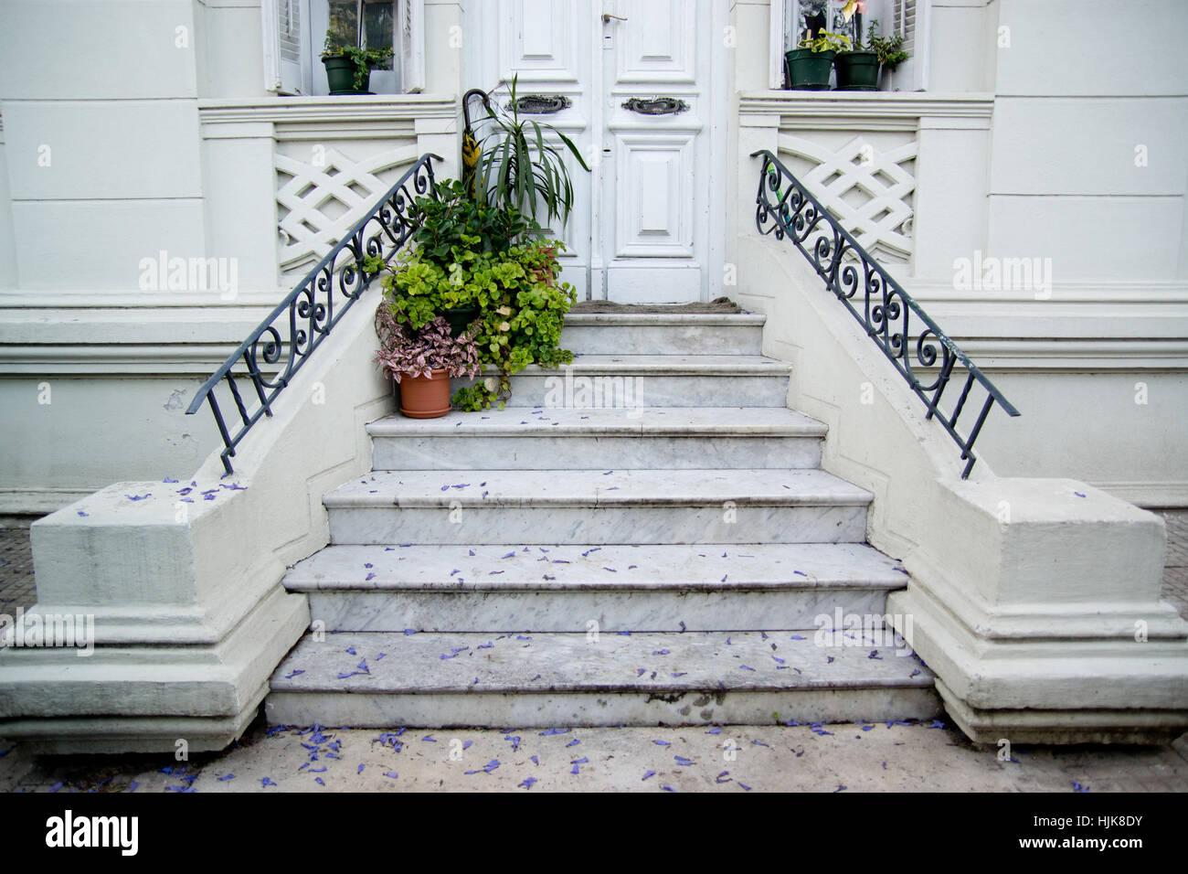 The planta house stock photos the planta house stock for Escaleras entrada casa