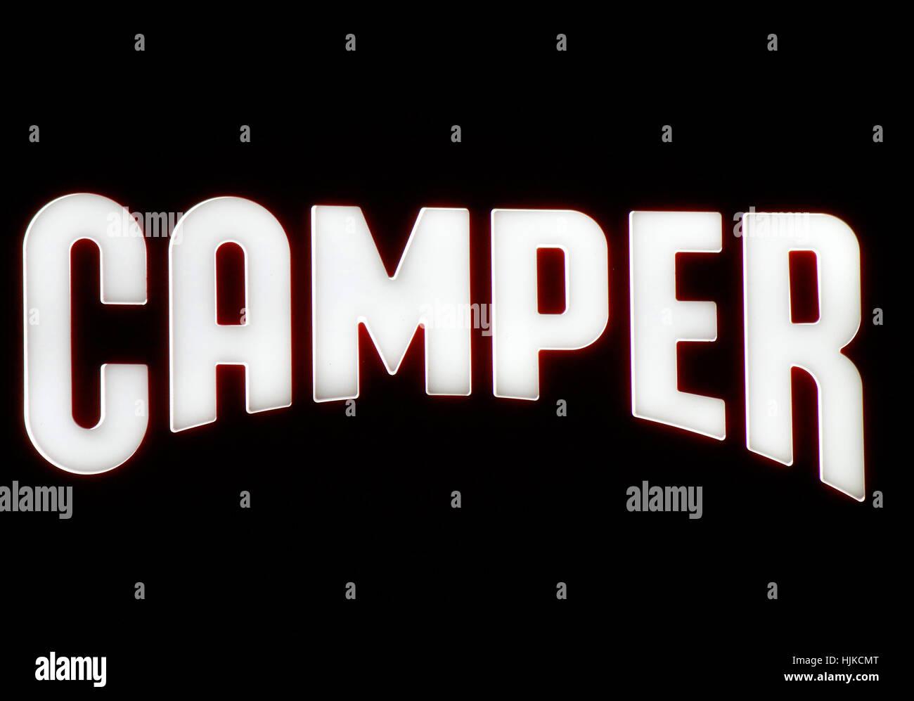 das Logo der Marke 'Camper', Berlin. - Stock Image