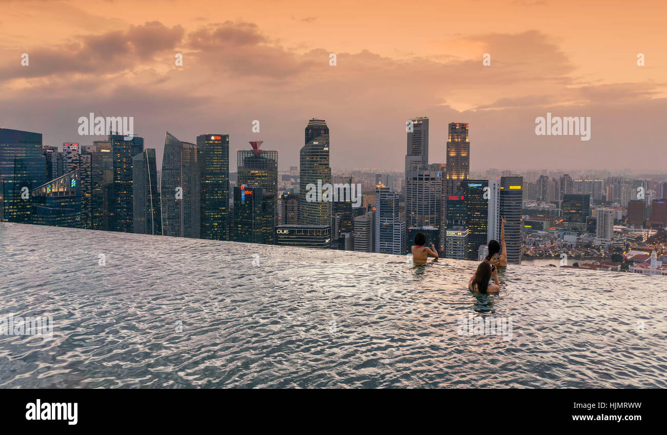 Marina Bay Sands , Infinity pool, Roof Terasse, Sunset, Skyline, Asian Tourists, Marina Bay, Singapore, Singapur, Stock Photo
