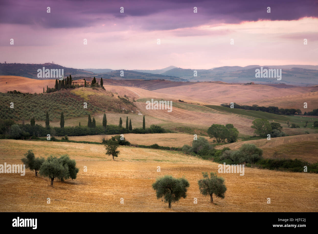 Tuscany farmhouse with clouded skies, Val d'Orcia, Italy Stock Photo