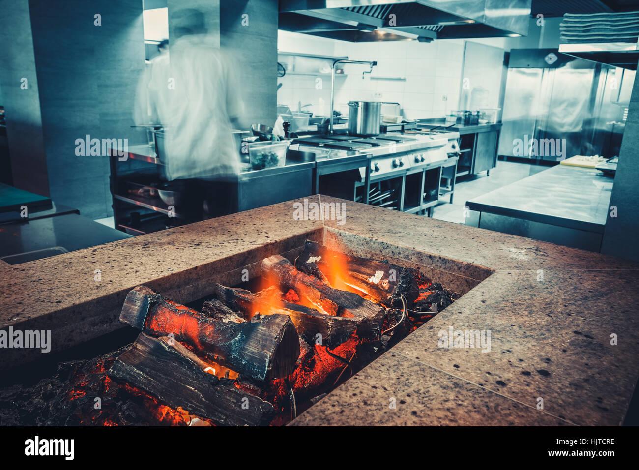 Chinese Restaurant Kitchen Chefs Stock Photos & Chinese Restaurant ...