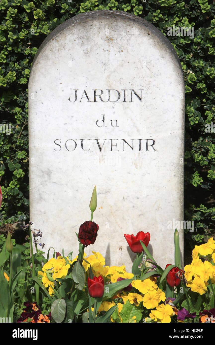 Cimetiere de pere lachaise stock photos cimetiere de pere lachaise stock images alamy - Jardin du souvenir pere lachaise ...
