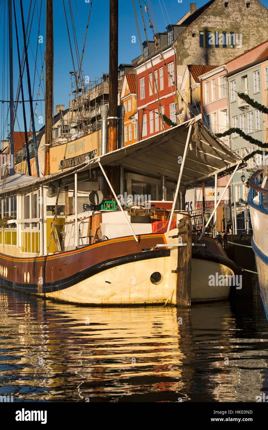 Denmark, Copenhagen, Oranje at Svenborg restaurant boat moored beside Nyhavn Quay - Stock Image