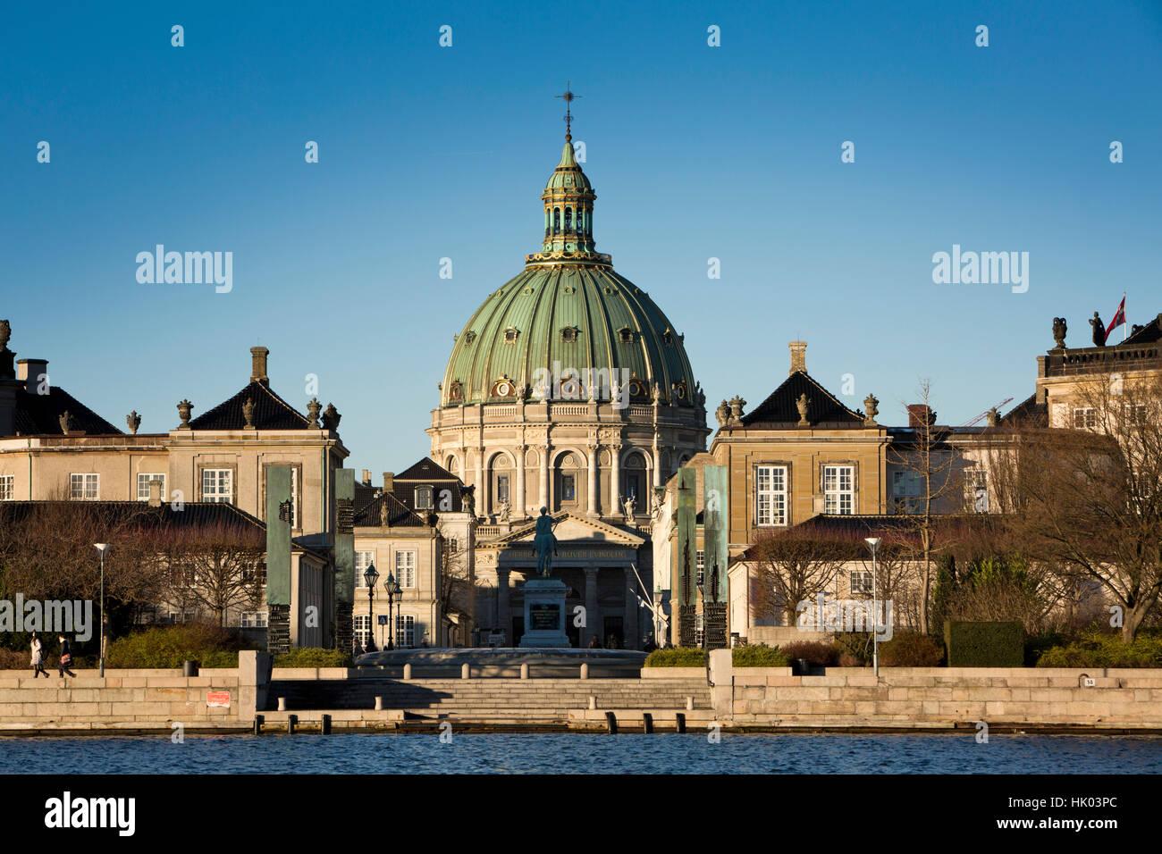 Denmark, Copenhagen, Frederiks Kirke, the Marble Church, through Amaliehaven Palace - Stock Image