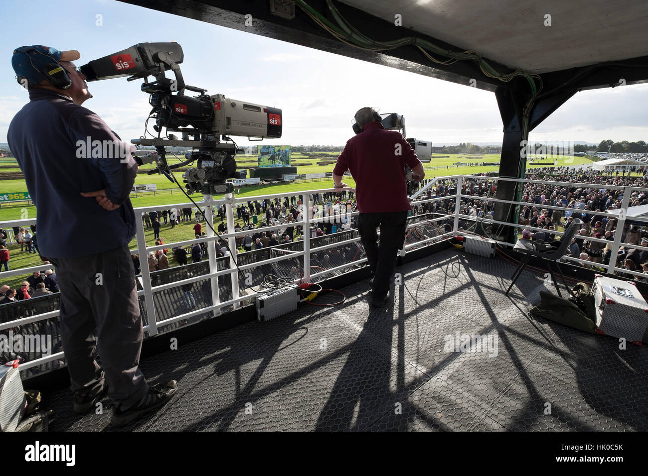 Cameramen film horse racing - Stock Image
