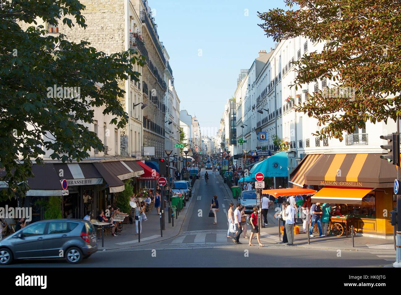 France, Paris, 15th arrondissement, wide shot of Rue du Commerce - Stock Image