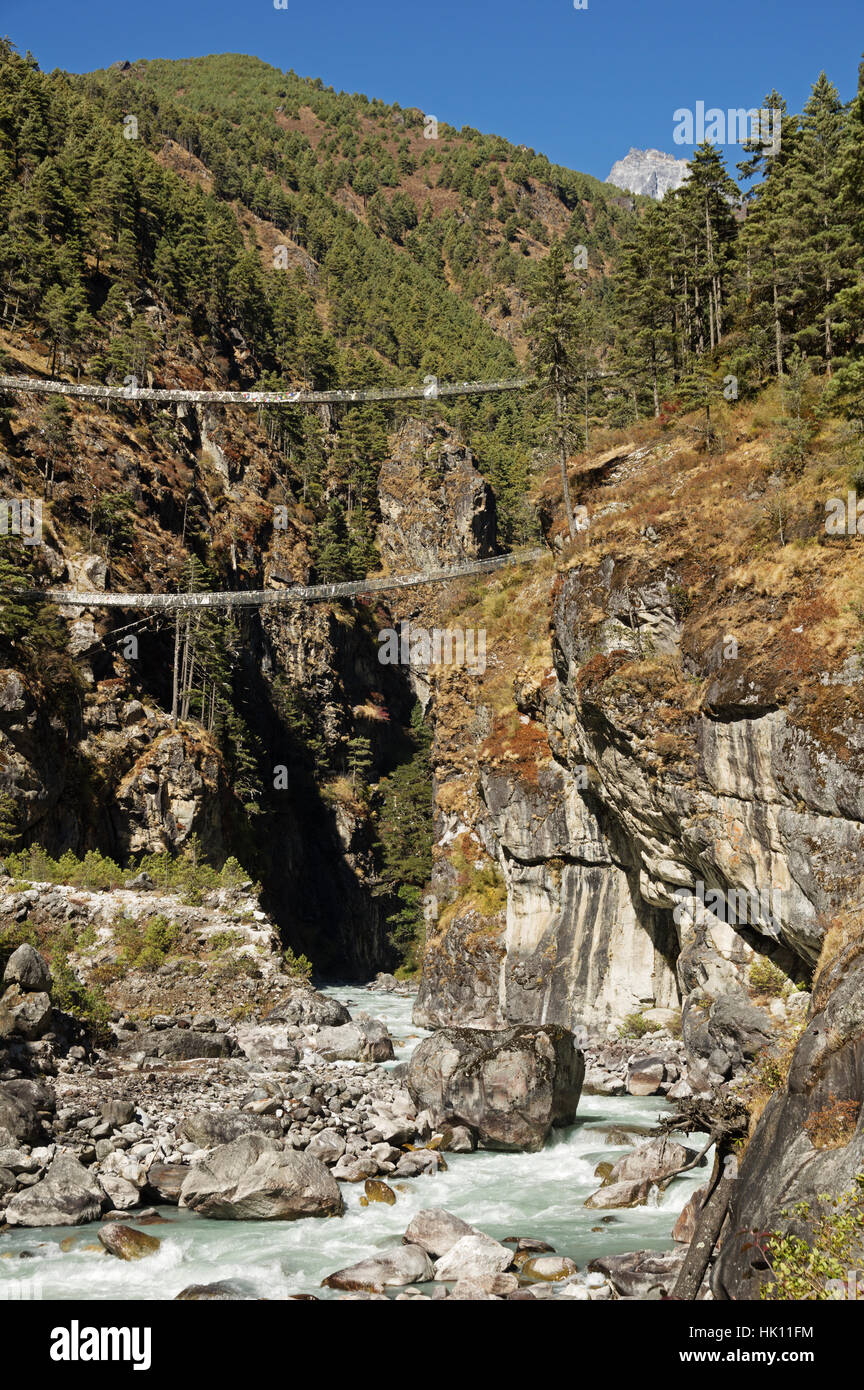 trekking cable bridges over the Dudh Khosi River on the way to Namche Bazar in Nepal - Stock Image