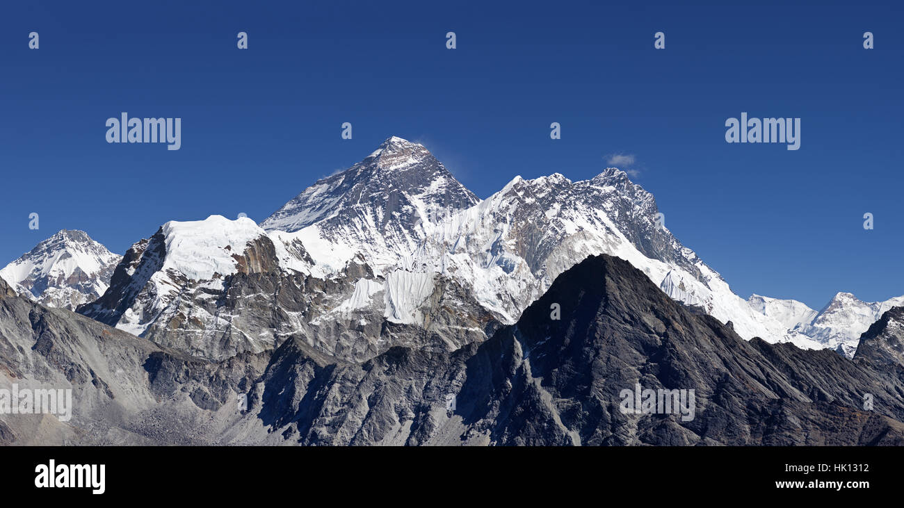 Mount Everest and surrounding peaks viewed from Gokyo Ri - Stock Image