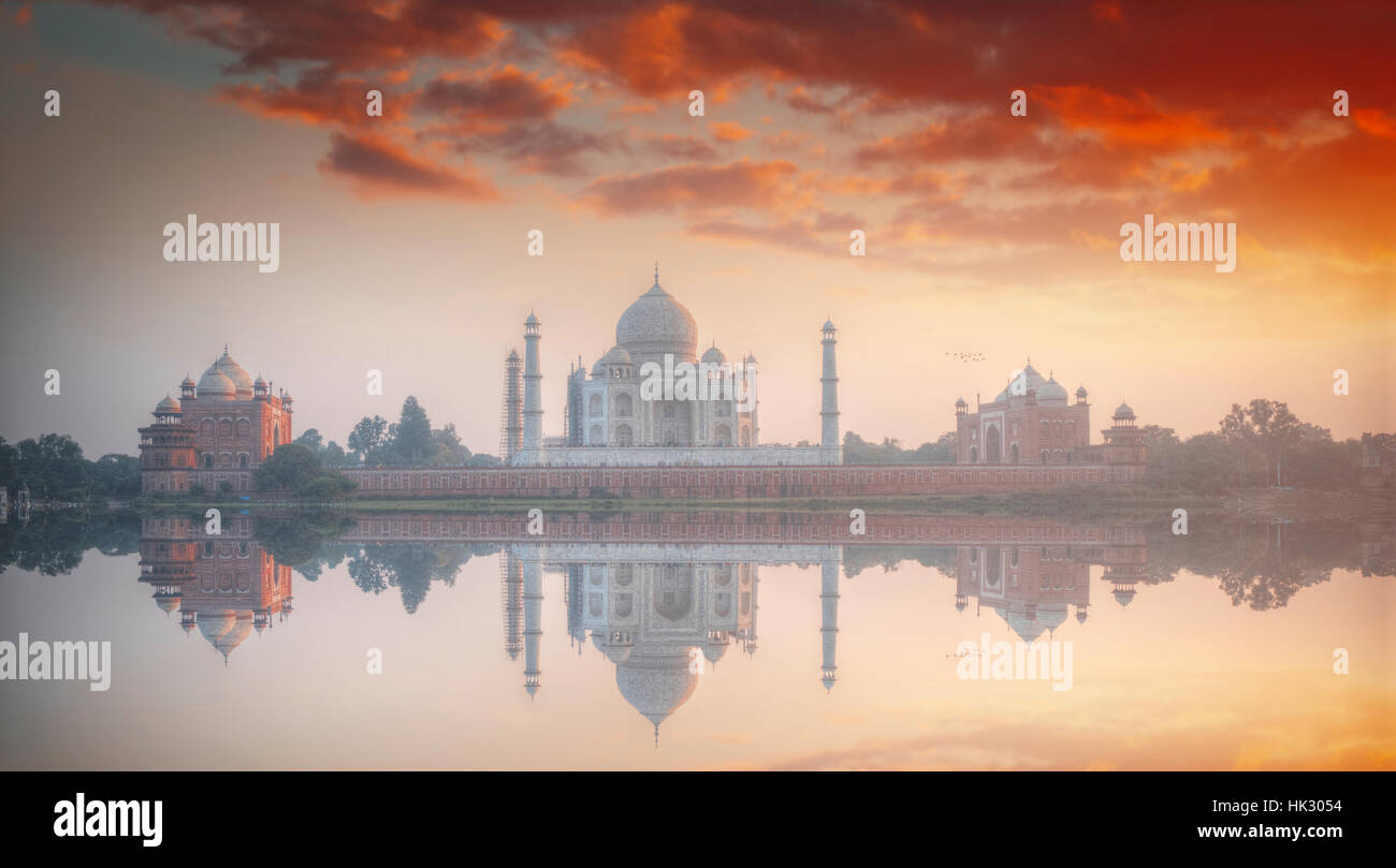 Taj Mahal . white marble mausoleum on the south bank of the Yamuna river in the Indian city of Agra, Uttar Pradesh. - Stock Image