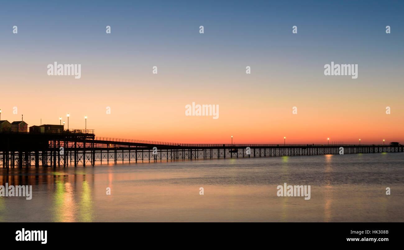 Sunrise over Southend pier. - Stock Image