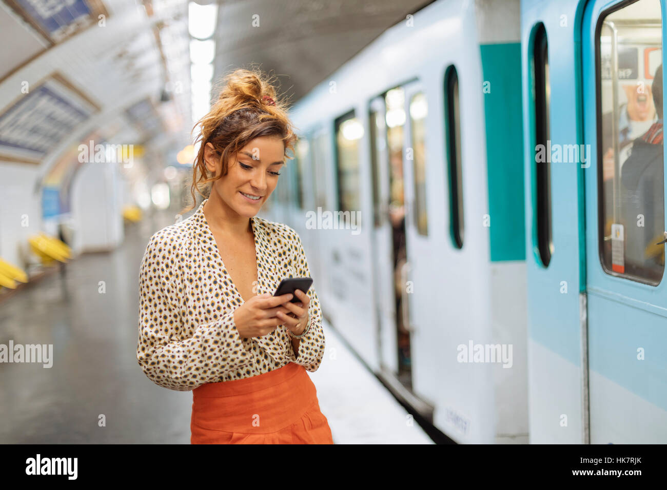 Paris, Parisian woman in a subway station - Stock Image