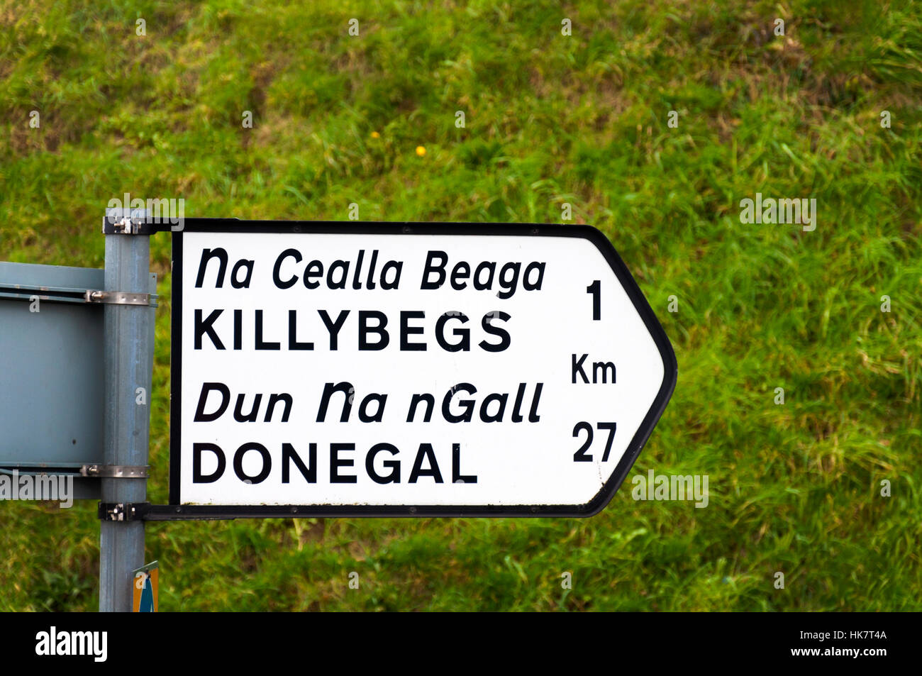 Sign signage in English and Irish Gaelic Killybegs and Donegal Town - Stock Image
