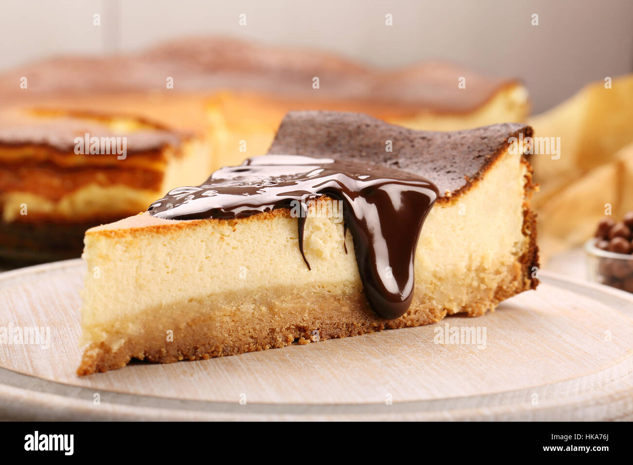 Cheesecake slice with melted chocolate - Stock Image