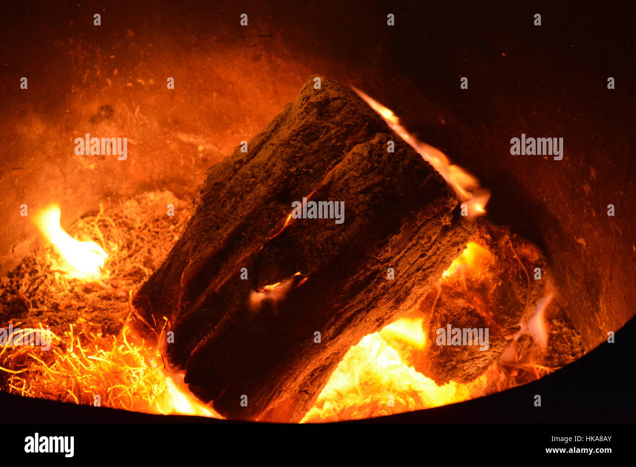 Log on fire - Stock Image