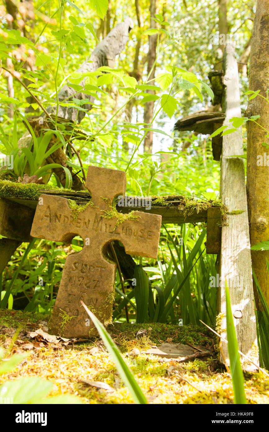 Bilston Glen Woodland. Memory of a burned man from South Afrika, the campdweller, eco warrior. In memory of Andrew Stock Photo