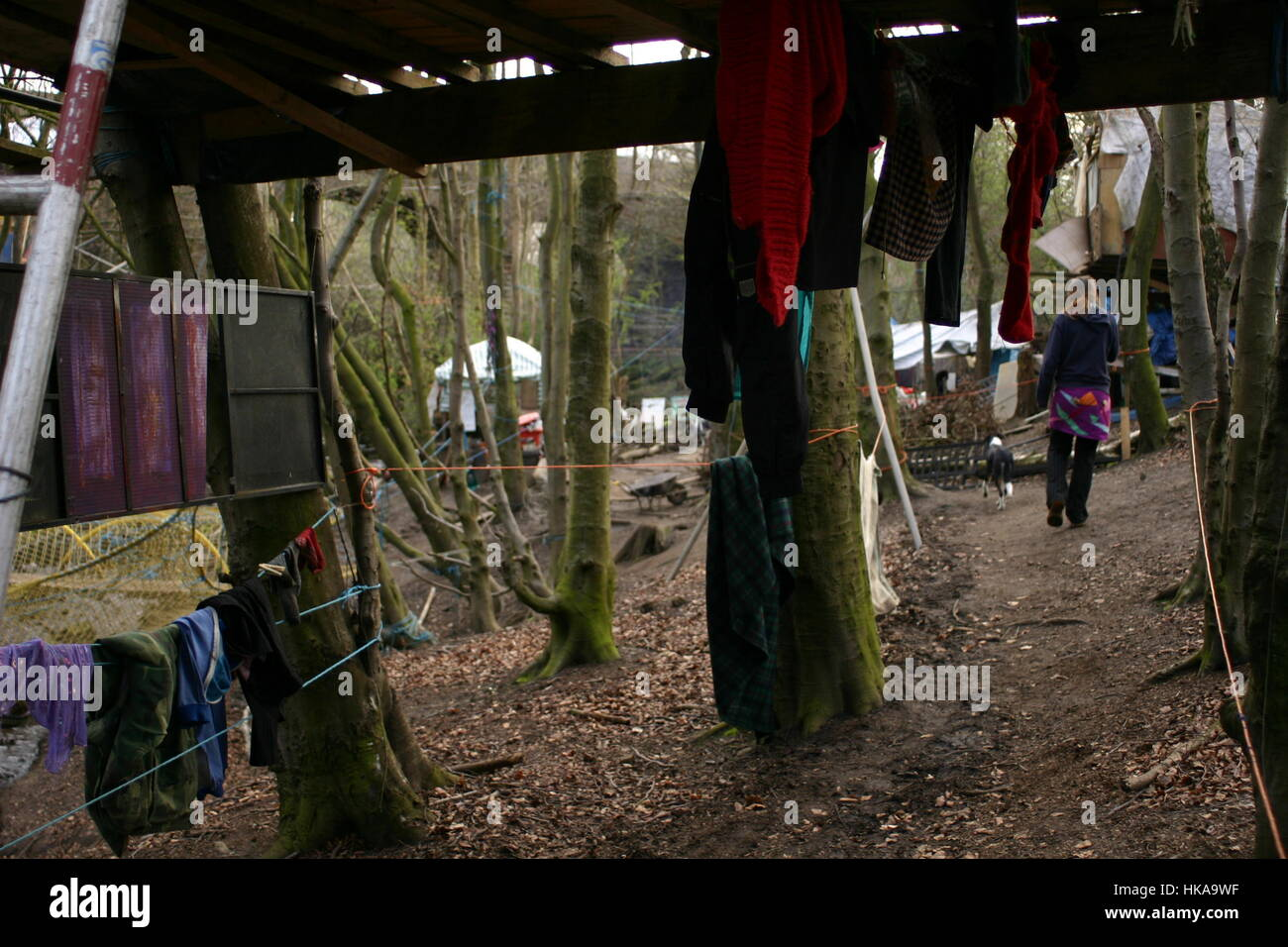 Bilston Glen Woodland Camp August 2005 feature on campdwellers staging a protest to block the constructioin of a - Stock Image