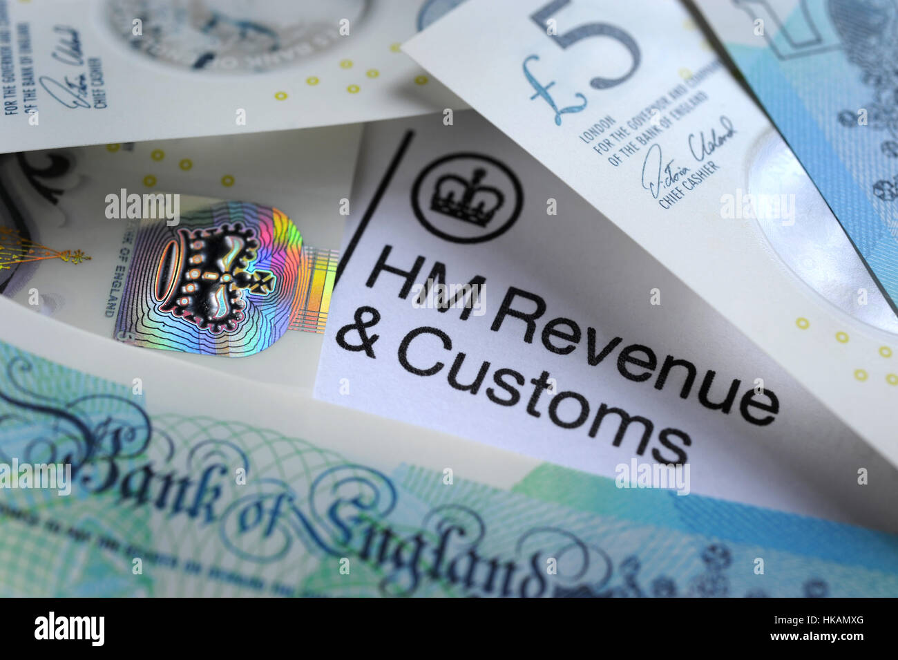 HM REVENUE AND CUSTOMS LETTER HEAD WITH BRITISH MONEY RE HMRC TAX TAXES INCOME WAGES YEAR SELF ASSESSMENT FORM  - Stock Image