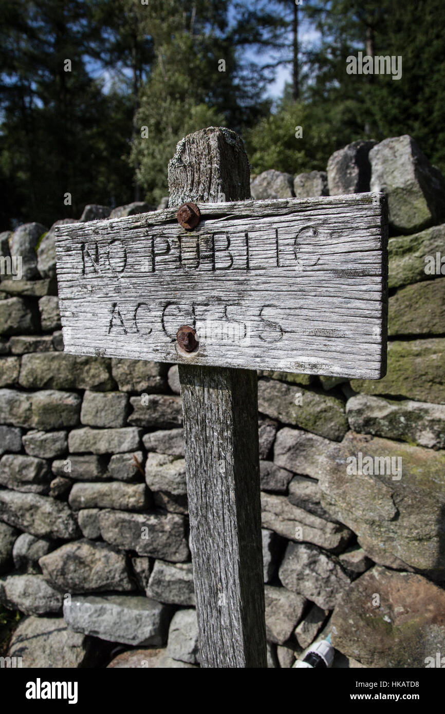 Old wooden sign on post - No Public Access - Stock Image