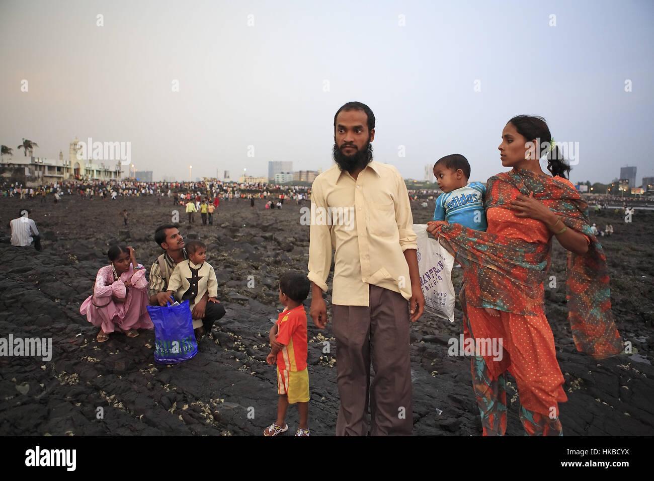 Mumbai, India. 1st Oct, 2008. 01 Oct 2008 - Mumbai - INDIA.Muslim Families at the Haji Ali Dargah at Mumbai. Credit: - Stock Image