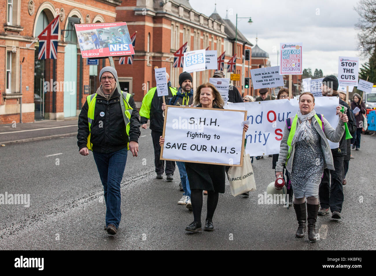Ascot, UK. 28th Jan, 2017. Campaigners from Save Heatherwood Hospital (SHH) and Bracknell Defend Our Community Services - Stock Image