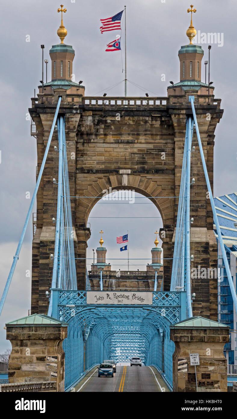 Cincinnati, Ohio - The John A. Roebling suspension bridge spans the Ohio River, connecting Cincinnati with Covington, Stock Photo