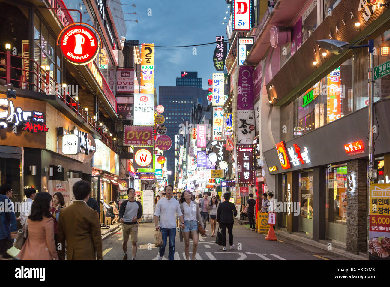 SEOUL, SOUTH KOREA - SEPTEMBER 12 2015: People wander in the walking streets of the Myeong-dong shopping district - Stock Image