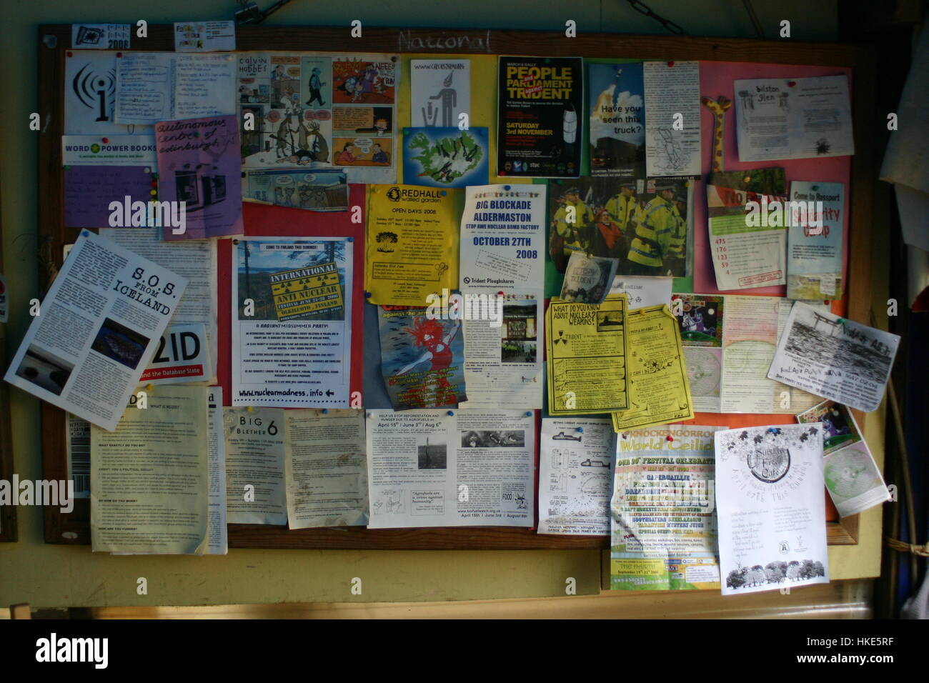 Bilston Glen notice-board. Bilston Glen Woodland Camp August 2005 feature on campdwellers staging a protest to block - Stock Image