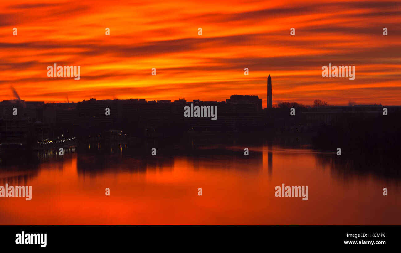 Fiery sky over the Potomac in Washington, DC - Stock Image