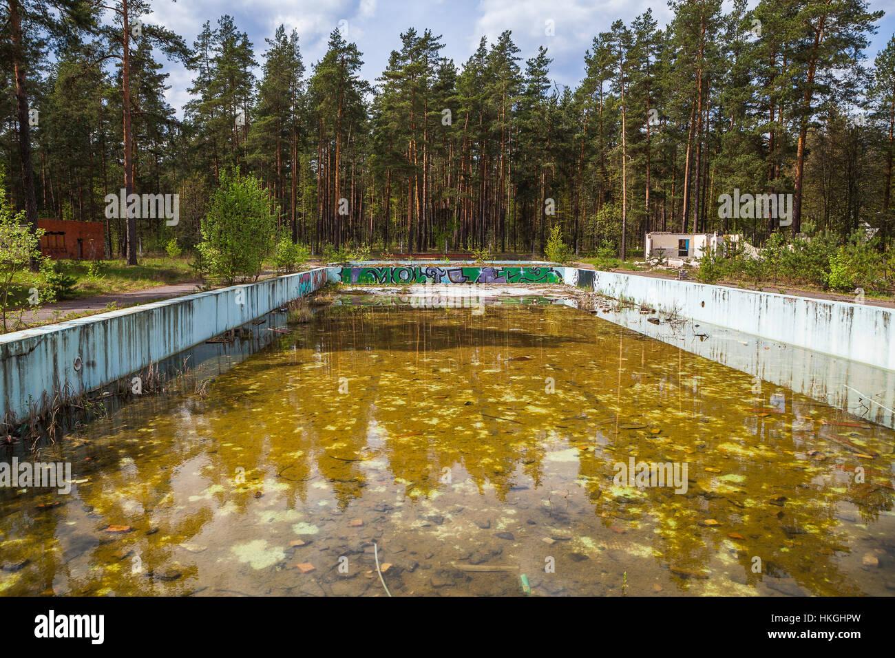 Abandoned Overgrown Outdoor Swimming Pool Stock Photo Alamy