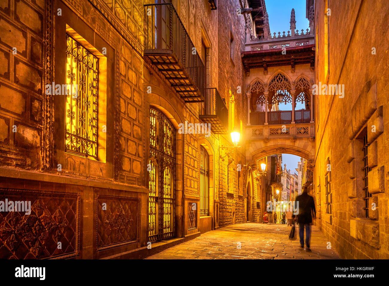 Carrer del Bisbe Street at evening, Barri Ghotic Quarter, Catalonia, Spain - Stock Image