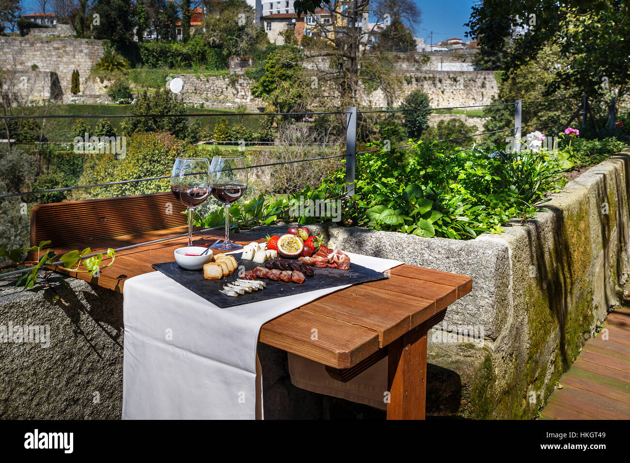 Table set with wine, chese and fruit - Stock Image