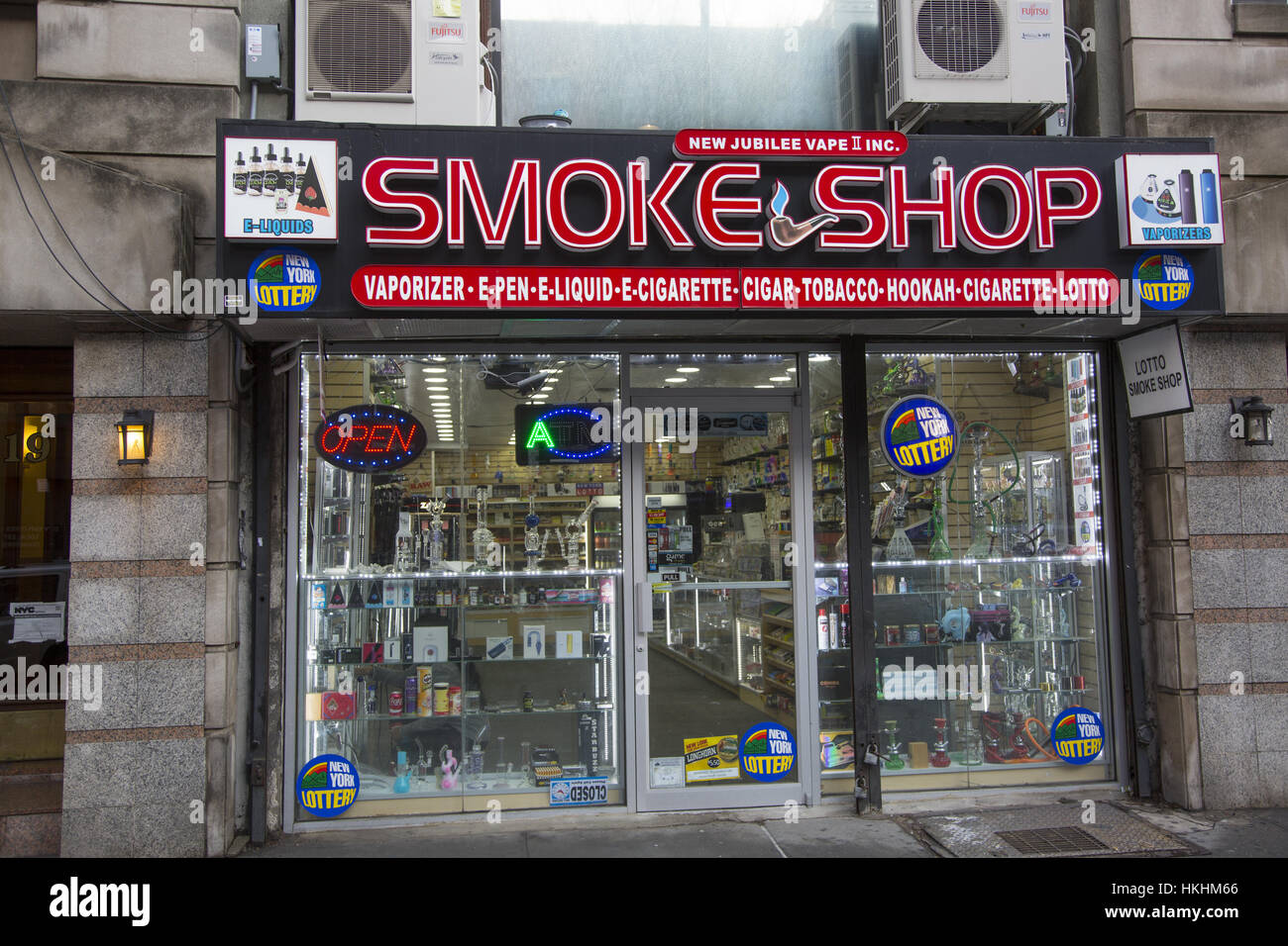 In spite of the dangers of nicotine and cigarettes various forms of smoking are still popular. Smoke Shop, Manhattan, - Stock Image