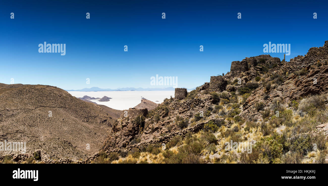 Ancient ruins above Salar de Uyuni, Altiplano, Bolivia - Stock Image