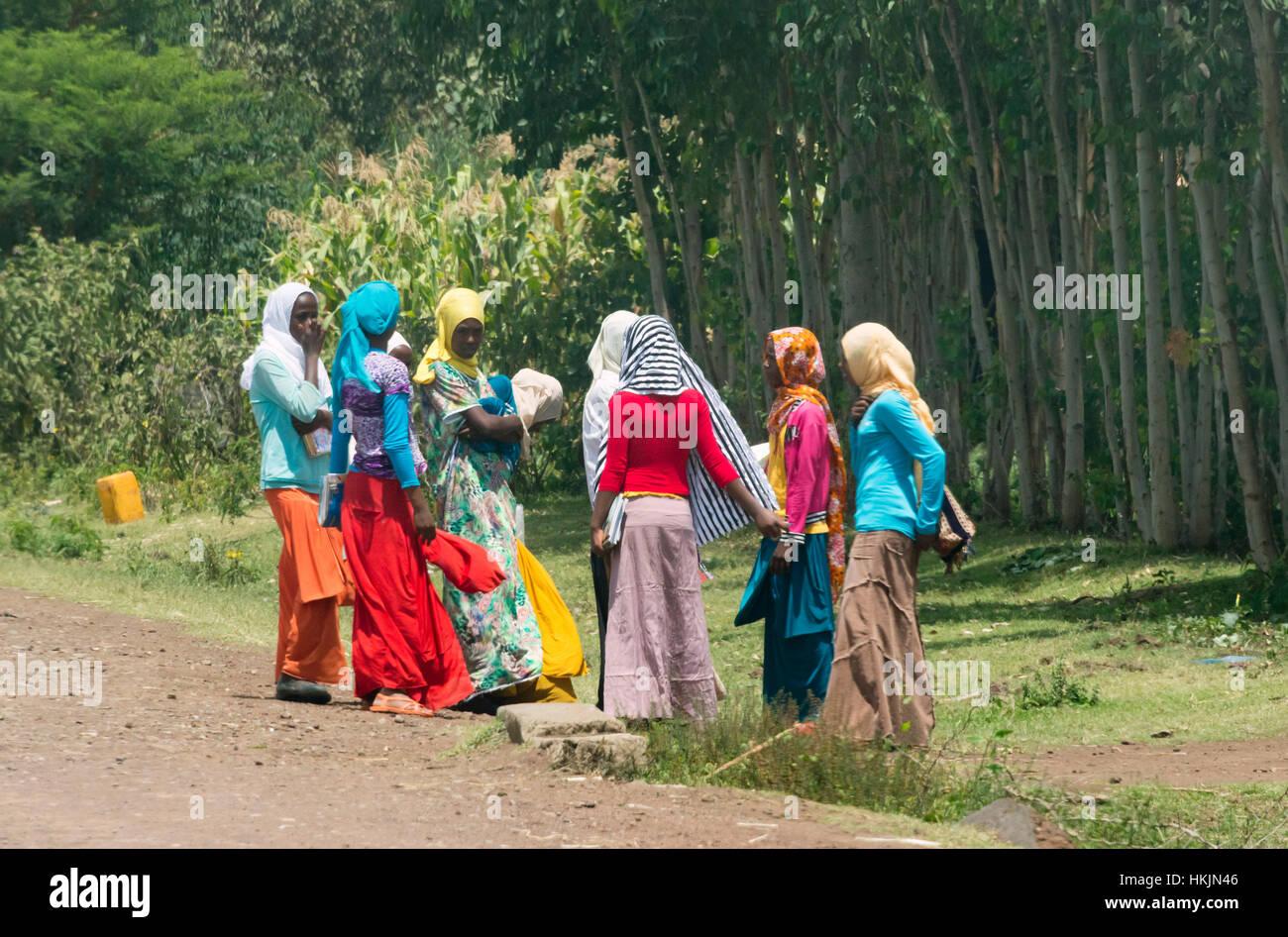 Women traveling along the road, Ethiopia - Stock Image