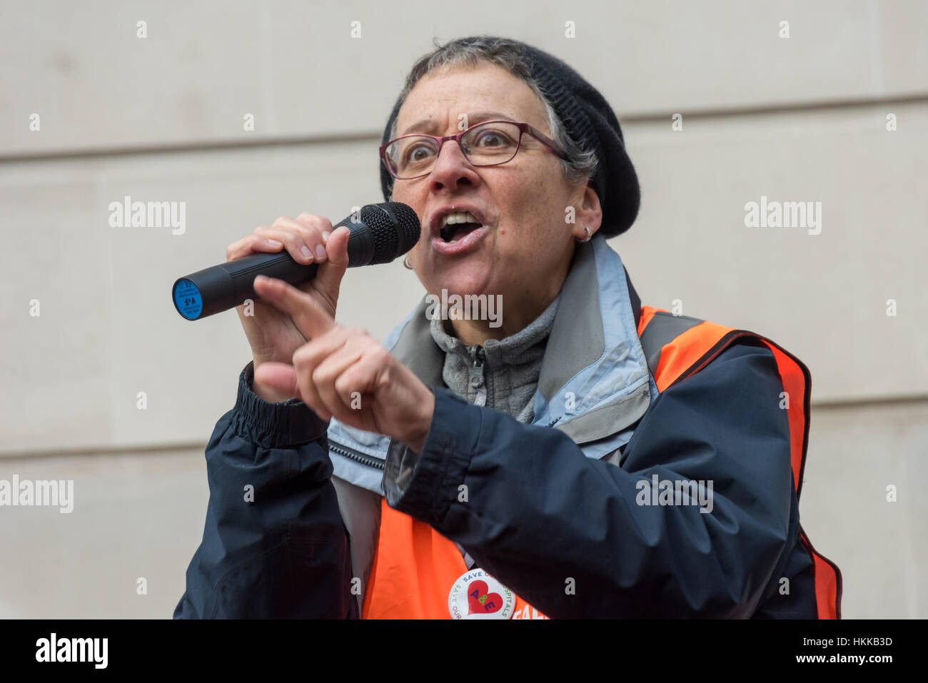 London, UK. 28th January, 2017. Ealing Save our NHS secretary Eve Turner speaks at the rally at the Dept of Health - Stock Image