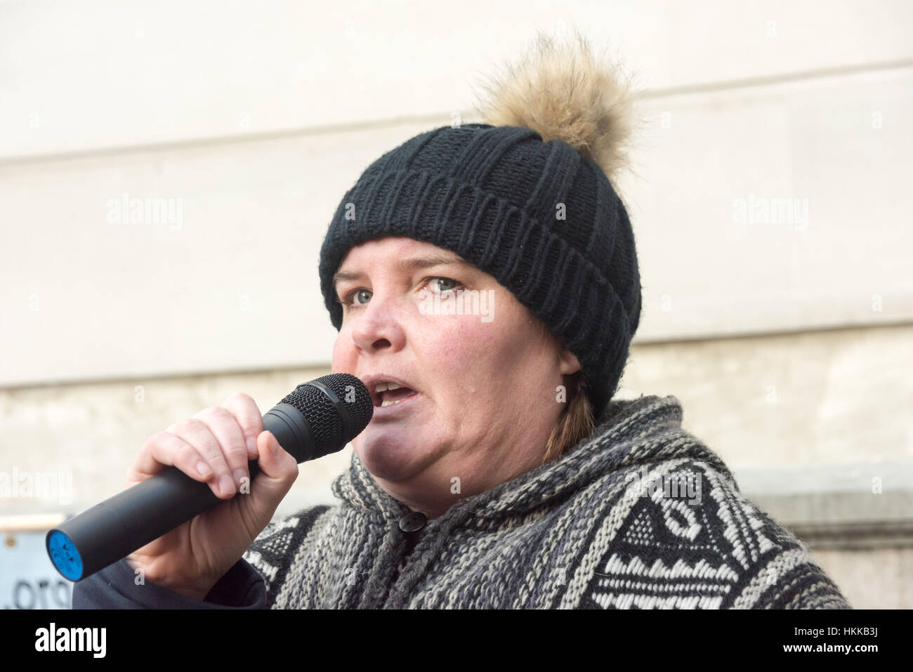 London, UK. 28th January, 2017. Paula Peters of DPAC  speaks at the rally at the Dept of Health about the impact - Stock Image