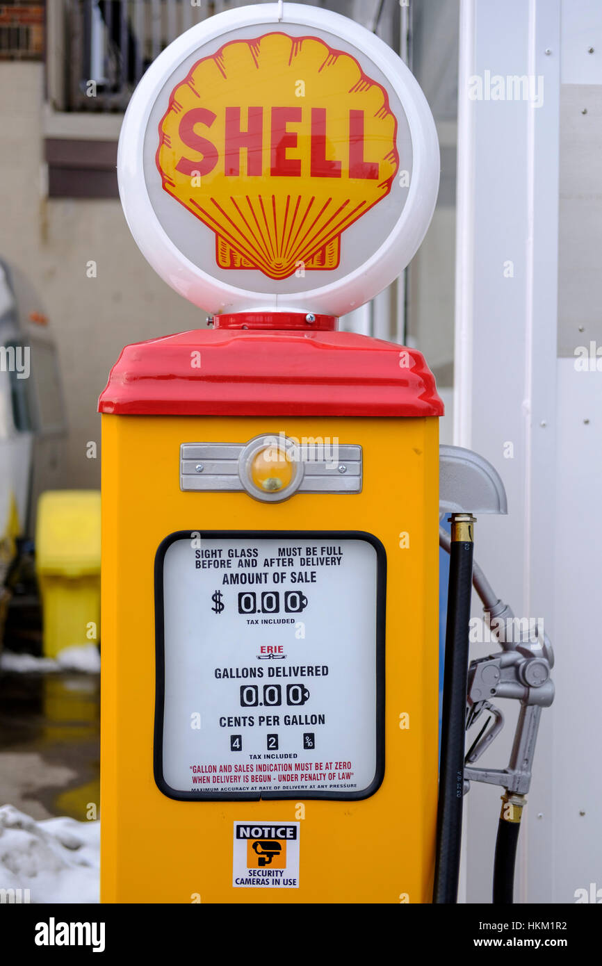 Shell Gas Pump Stock Photos & Shell Gas Pump Stock Images