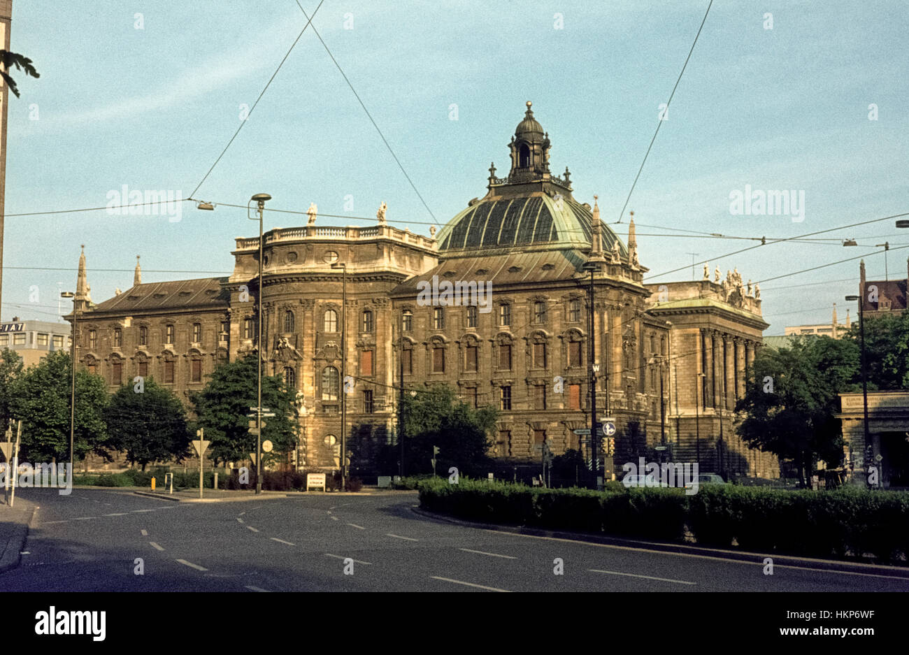 Der Münchner Justizpalast in den 1970igern. The Munich Palace of Justice in den 1970s. - Stock Image