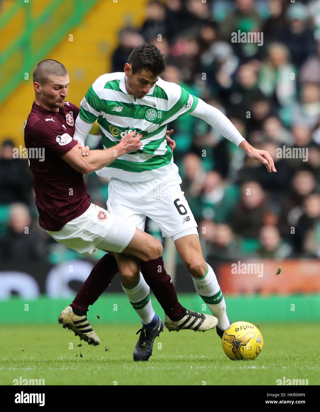 Hearts Perry Kitchen (left) and Celtic's Nir Bitton battle for the ball during the Ladbrokes Scottish Premiership - Stock Image