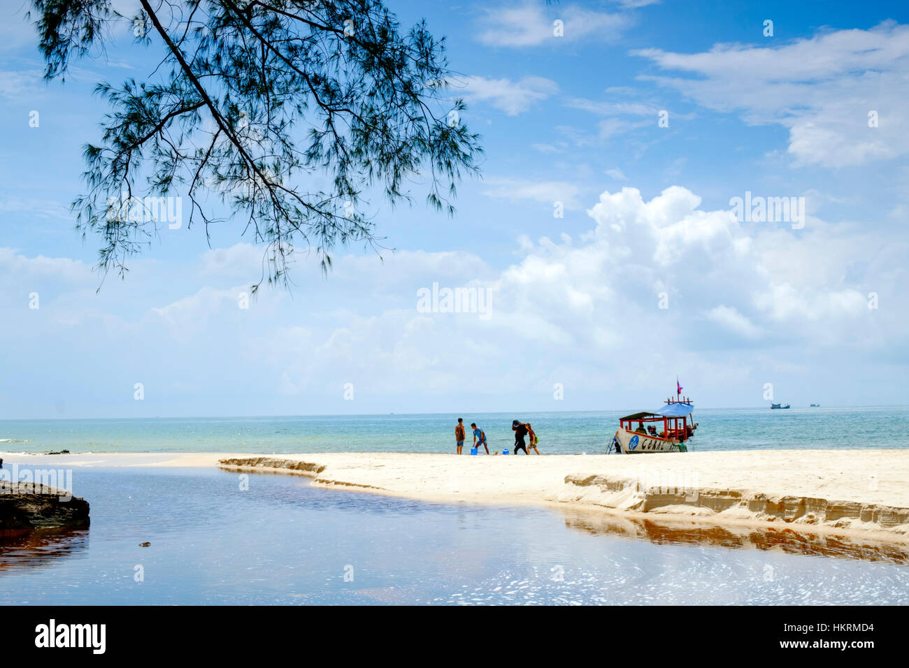 Tourists landing at a beach on Ko Ta Kiev island in Cambodia - Stock Image