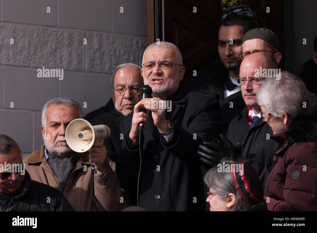 London, UK. 29th Jan, 2017. Munir El-Kassem, imam at the Islamic Centre of Southwestern Ontario speaks to Londoners - Stock Image