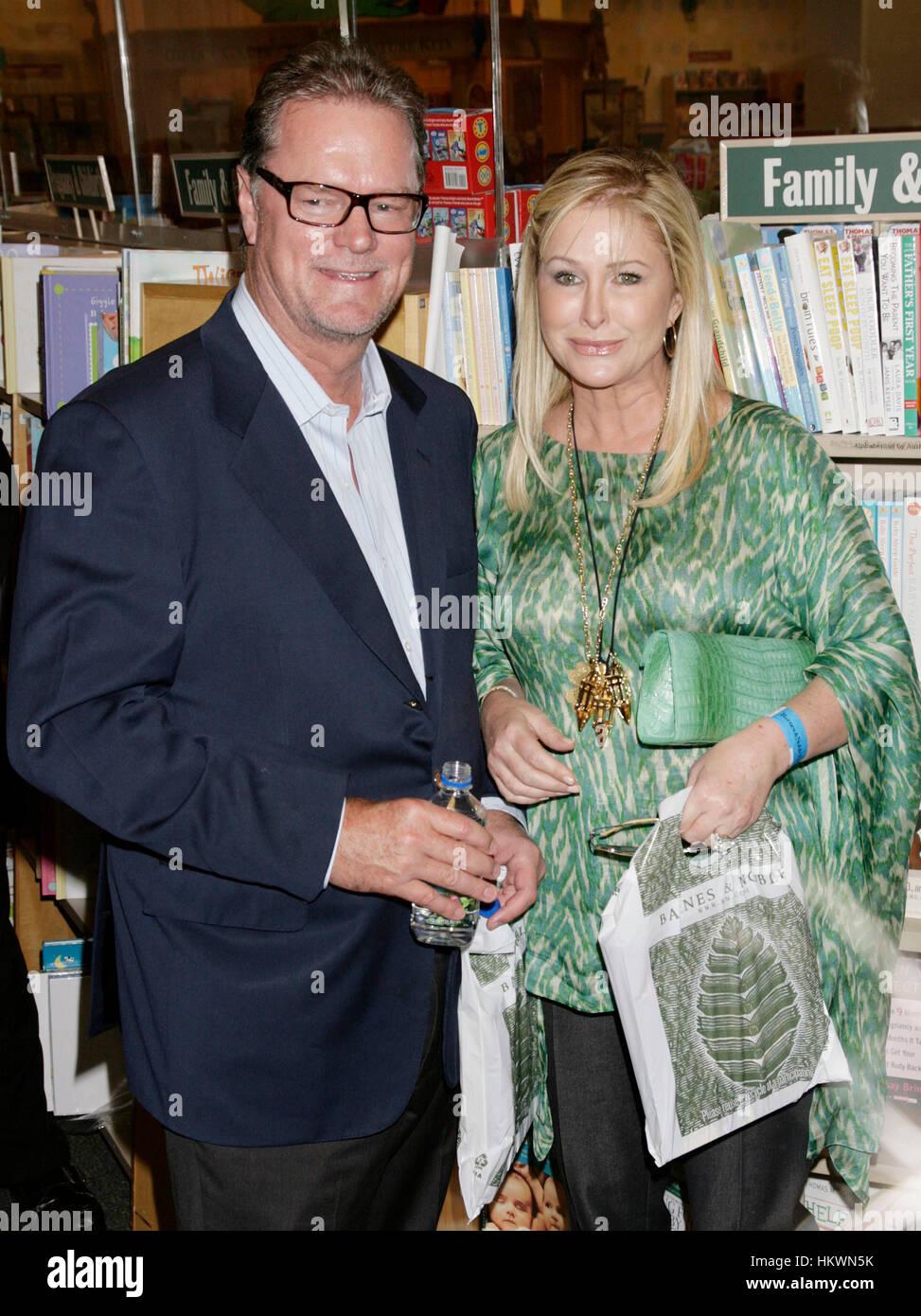 Kathy Hilton And Rick Hilton At A Book Signing At The Barnes Noble