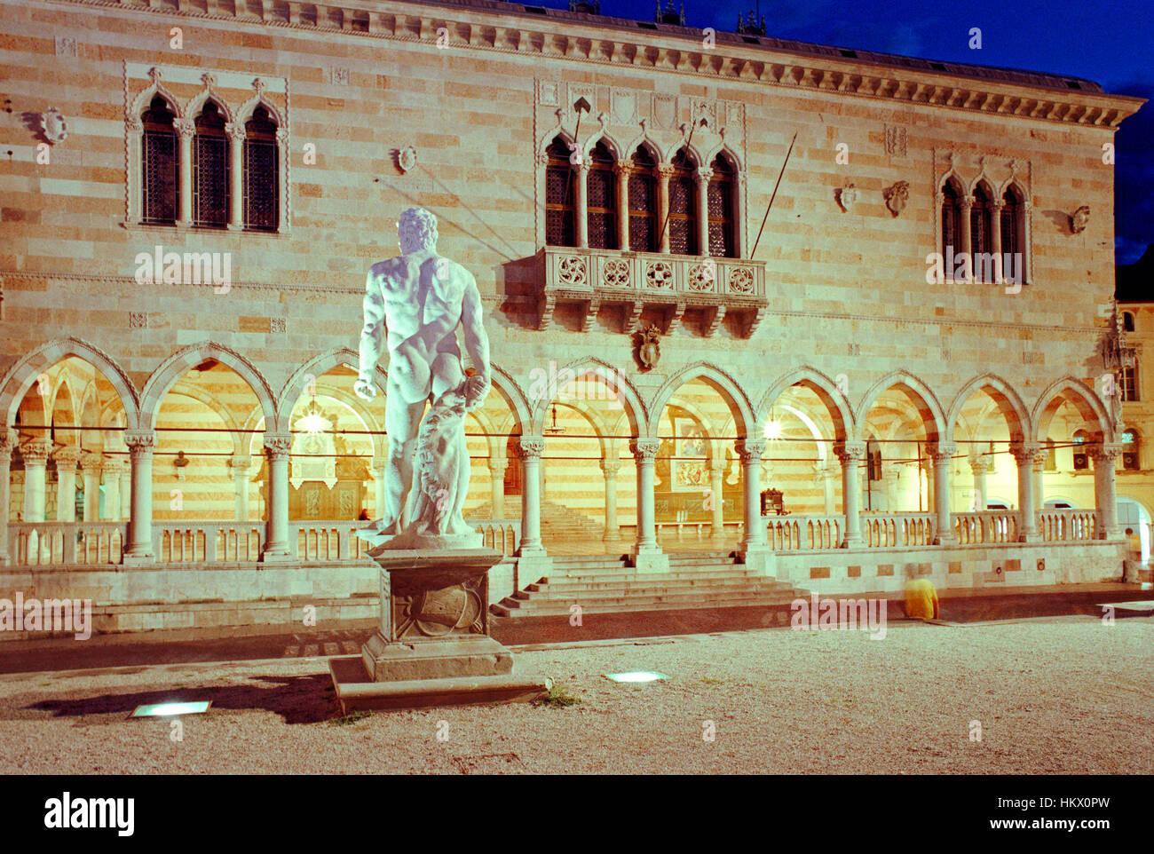 Italy, Friuli Venezia Giulia, Udine, Piazza della Libertà, Square, Loggia del Lionello. - Stock Image